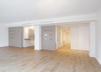 salón del piso reformado en gran via carles III barcelona
