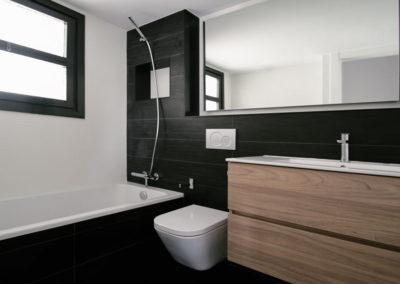 Detalle del baño del piso de Sardenya