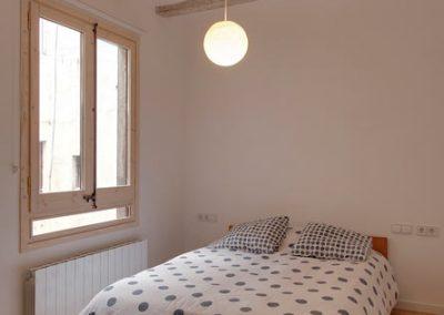 Dormitorio vanguardista en el gótico