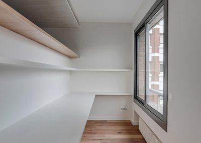 Detalle espacio con ventanal