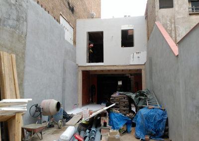 Muro de hormigón fachada patio