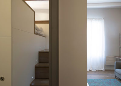 Escalera que da acceso a la cama superior